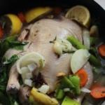 Как запечь фермерскую курицу с яблоками в маринаде