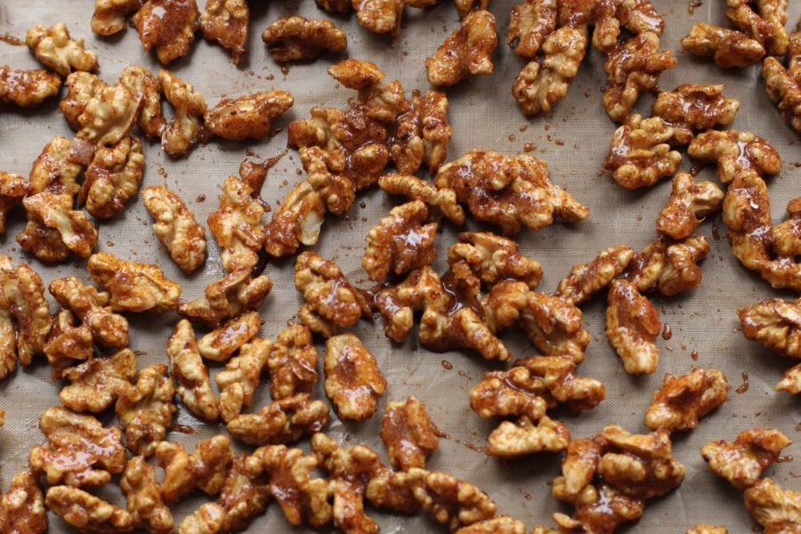 Как приготовить пряные орехи в сахаре