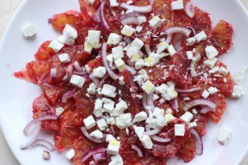 Салат из кровавых апельсинов с брынзой и красным луком