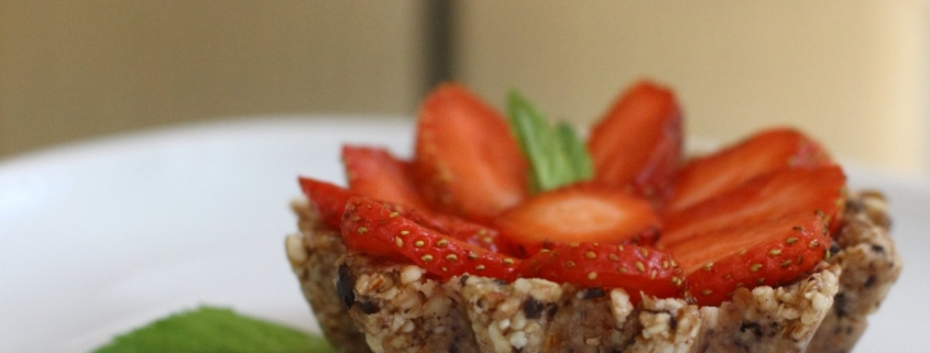 Ореховые тарталетки с ягодами и летней радостью