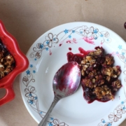 Крамбл из вишни и смородины
