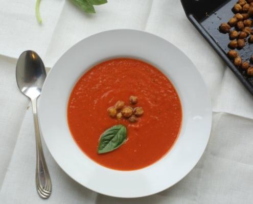 Суп из запеченных помидоров с крутонами из нута