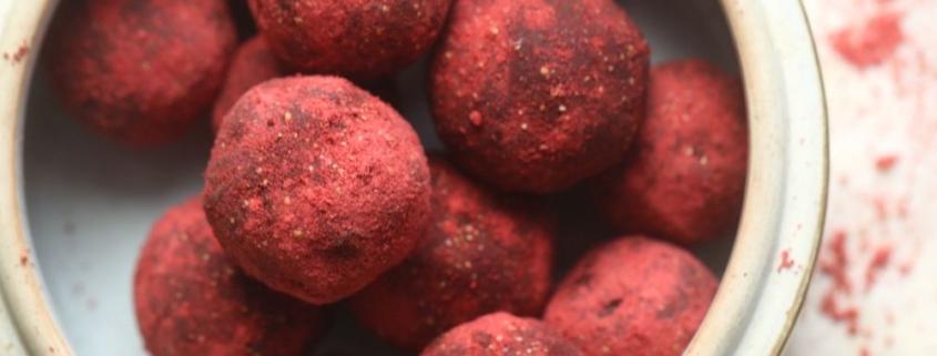 """Шоколадные трюфеля с фундуком в клубничной """"пыли"""""""