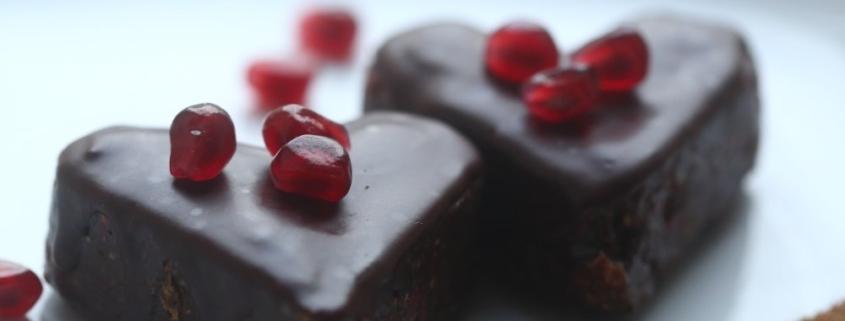 Шоколадно-малиновые пирожные без муки и сахара