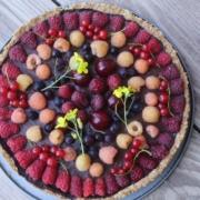 Шоколадно-малиновый тарт в овсянно-кокосовом корже