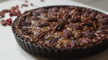 Пекан-тарт из цельных ингредиентов на день рождения