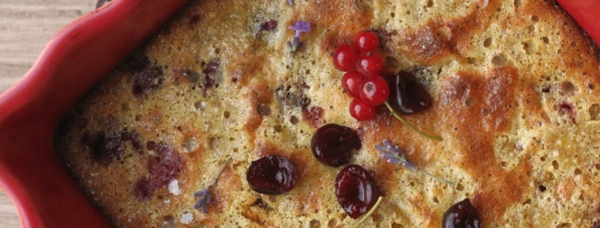 "Пирог а-ля ""клафутти"" без муки с садовой вишней"